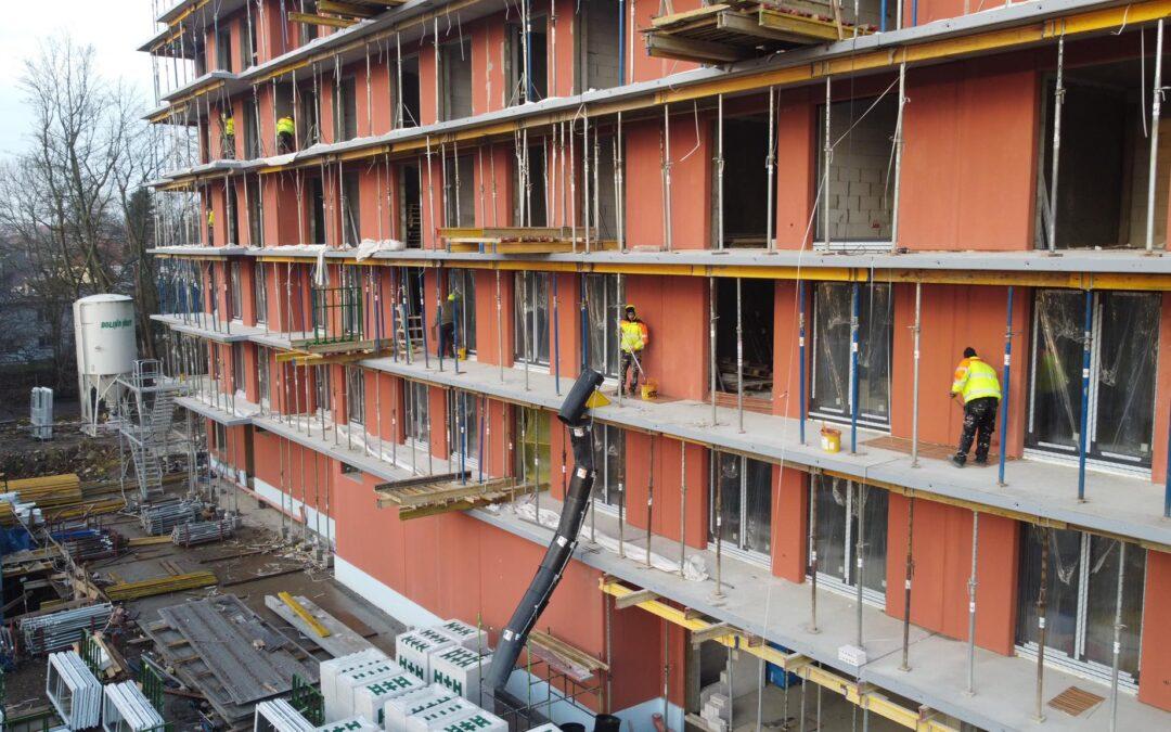 Prace naVII piętrze orazmontaż okien nakondygnacji I,II iIII